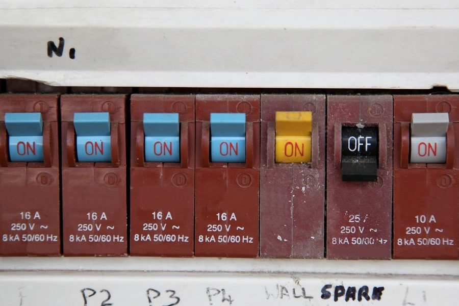 Obsolete circuit breaker in need of electrical repair