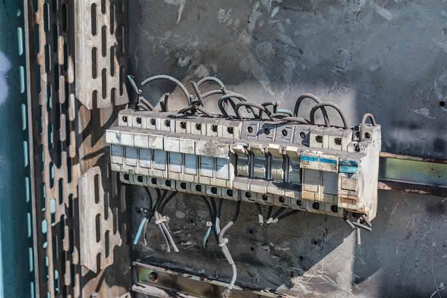 defective and deteriorated circuit breaker damaged by electrical fire